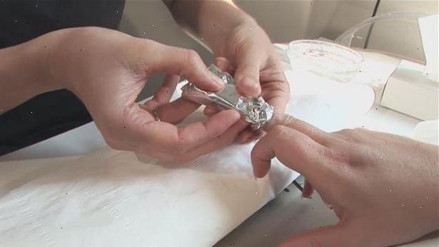 hur tar man bort akrylnaglar